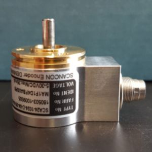 SCA24 - 1024 points, taille 24 mm, axe sortant Ø 4 mm + connecteur M9 8-pin -ID444